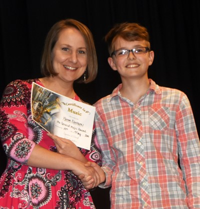 Kanon Durham receives the general music award from teacher Jessica Floyd.