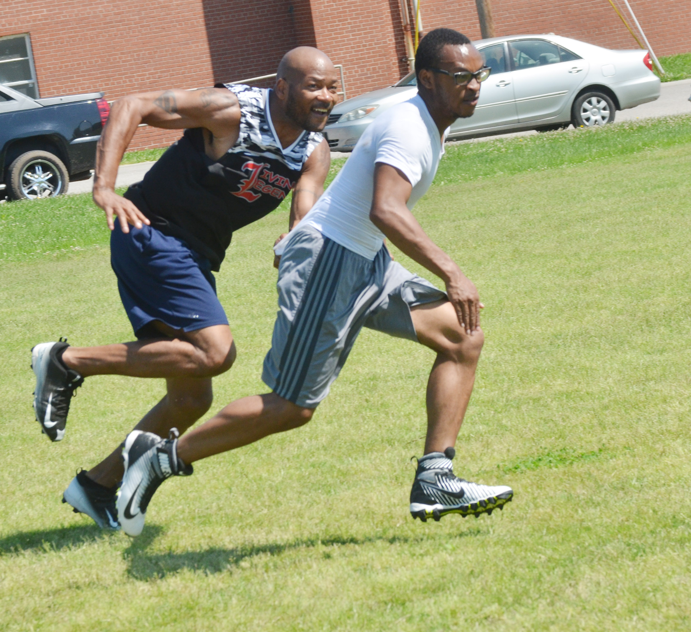 Former NFL player Tony Driver runs to tackle Daesean Vancleave.