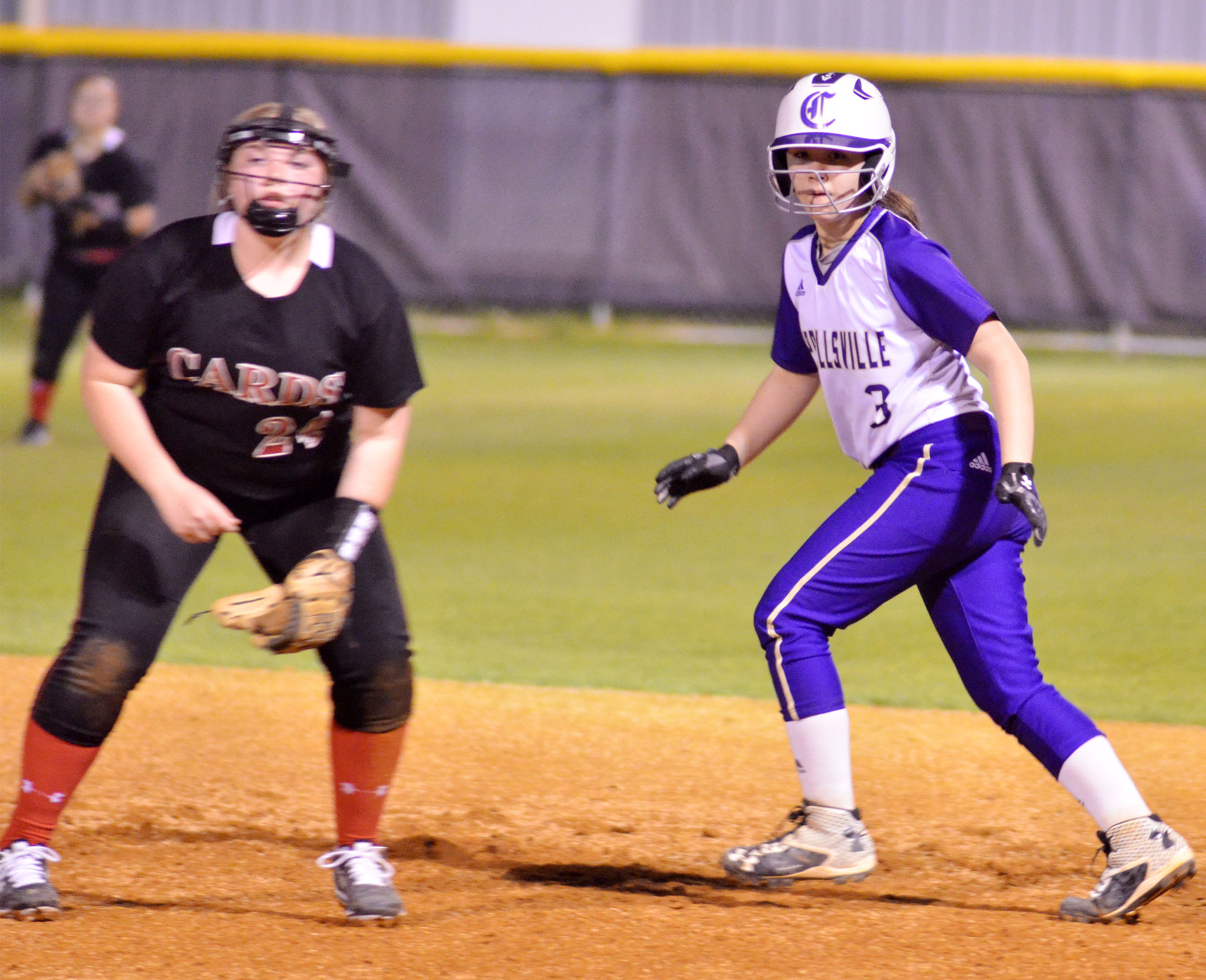 Campbellsville Middle School seventh-grader Olivia Fields looks to go to second.