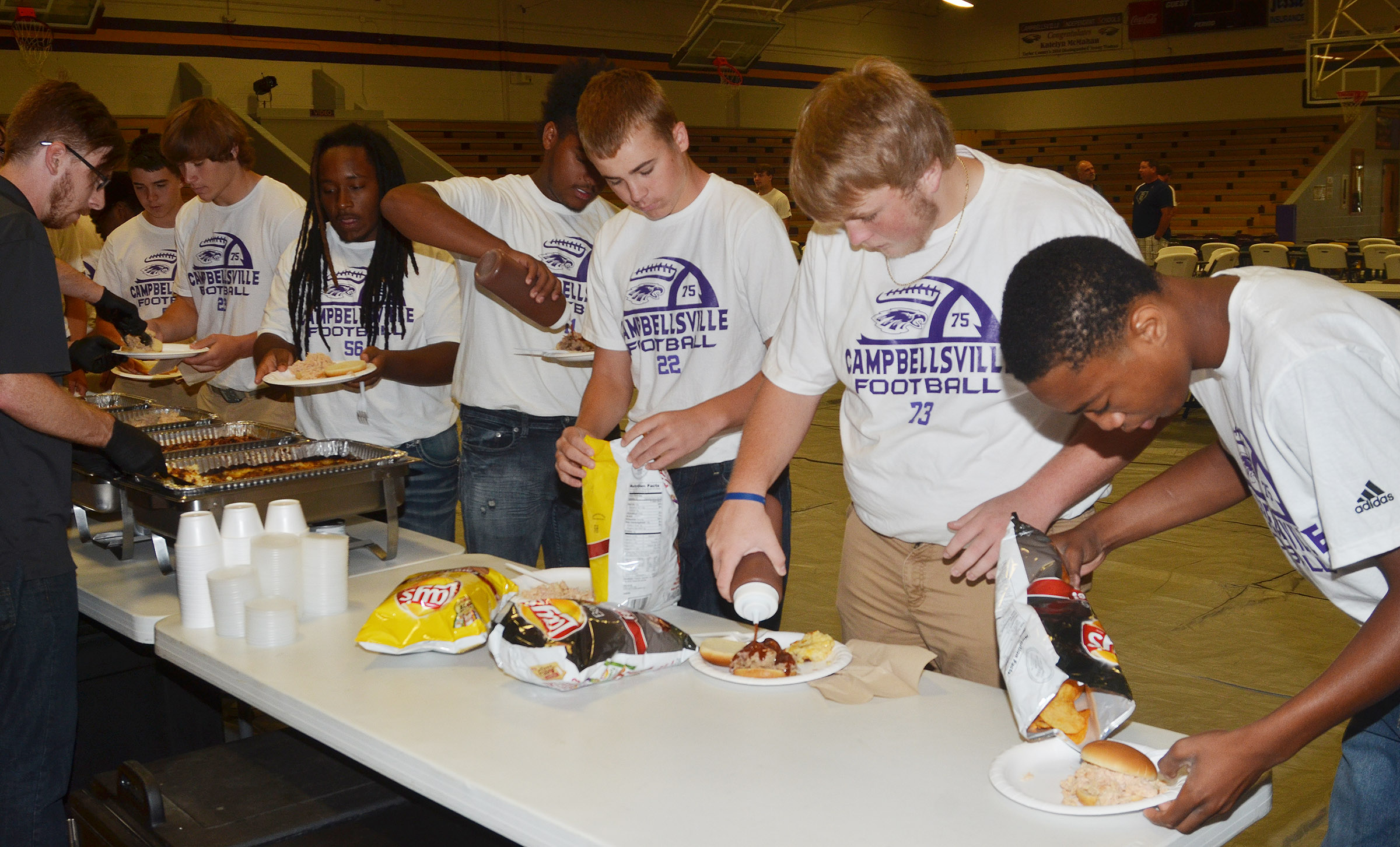 CHS football players eat at the annual dinner and auction.