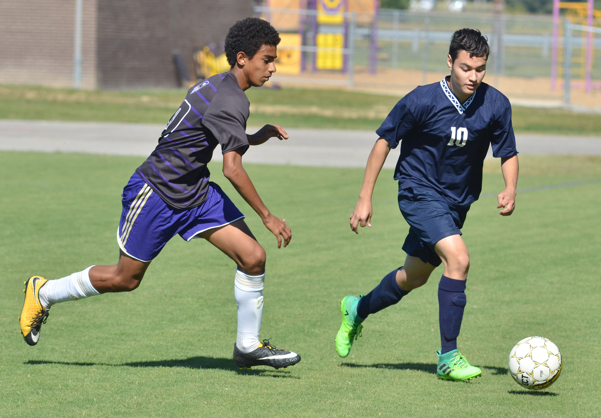 CHS sophomore David Silva runs for the ball.