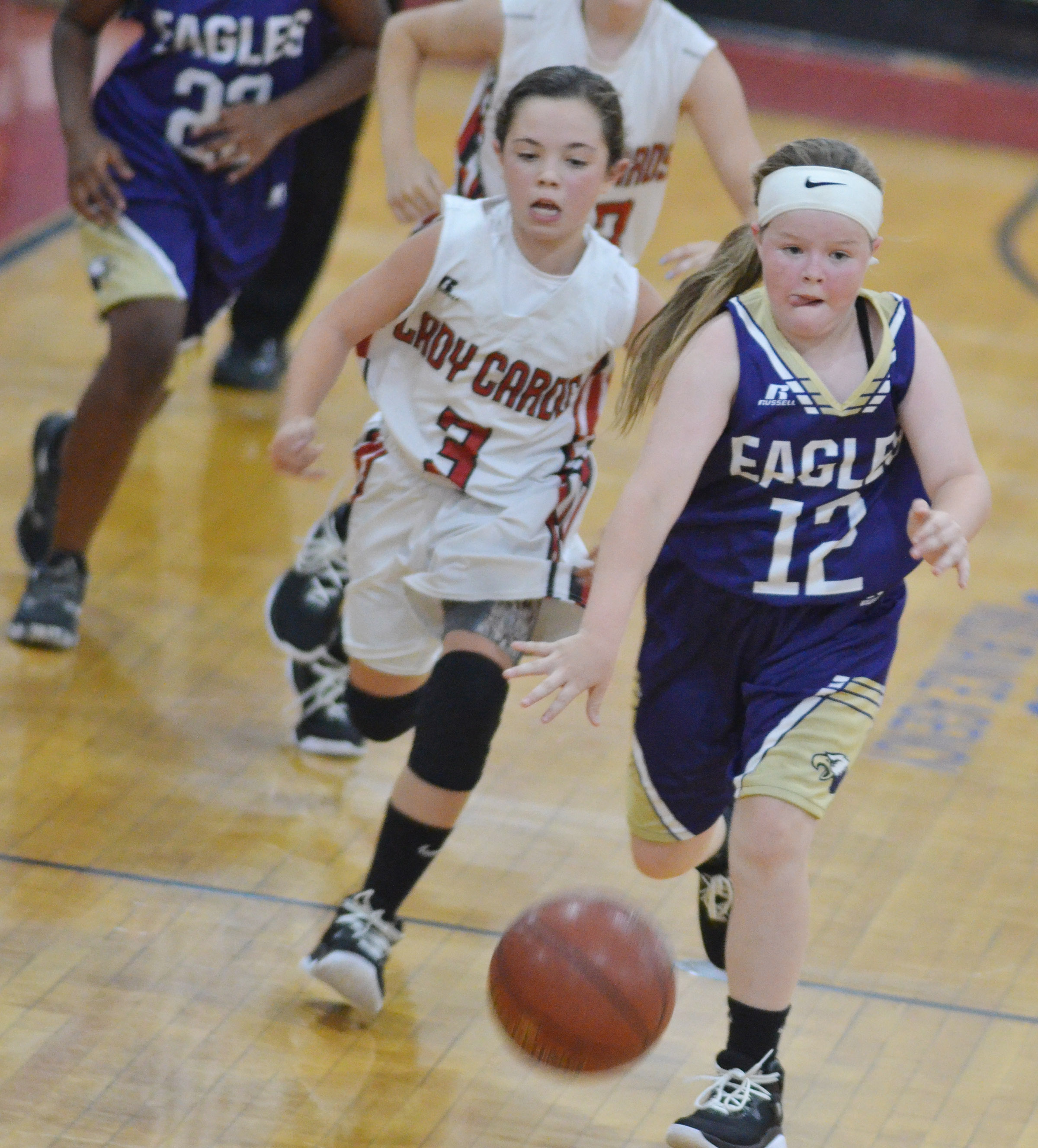 Campbellsville Elementary School fifth-grader Miley Hash dribbles to the hoop.