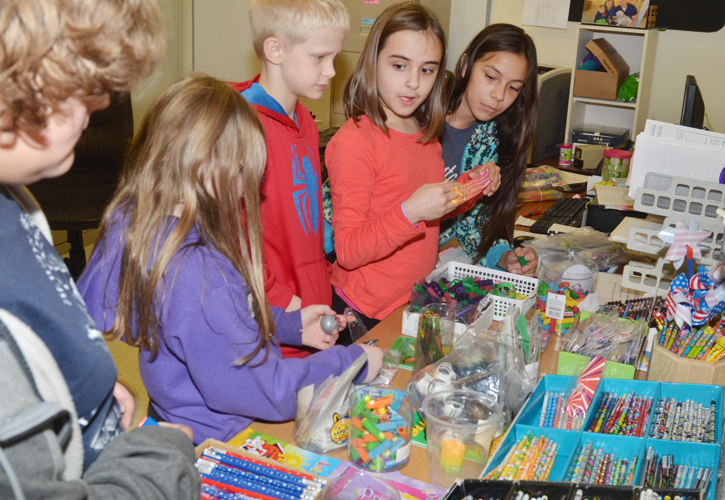 CES fifth-graders shop with their AR points.