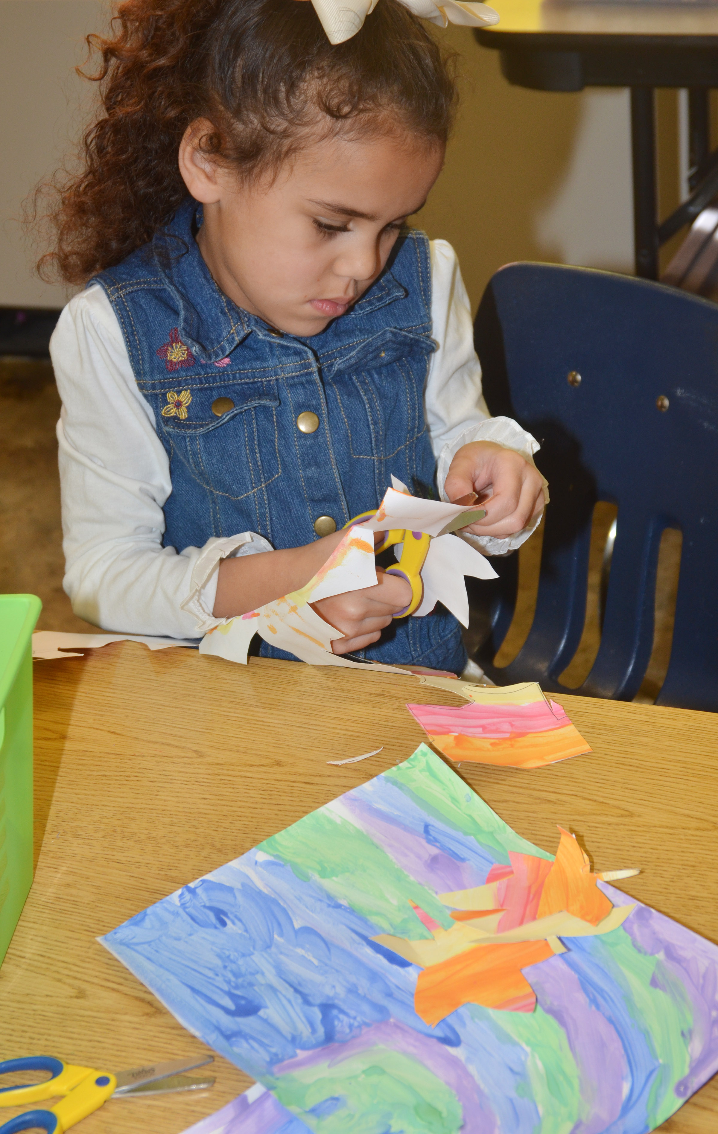 CES kindergartener Adelyn Litsey cuts out her leaves.