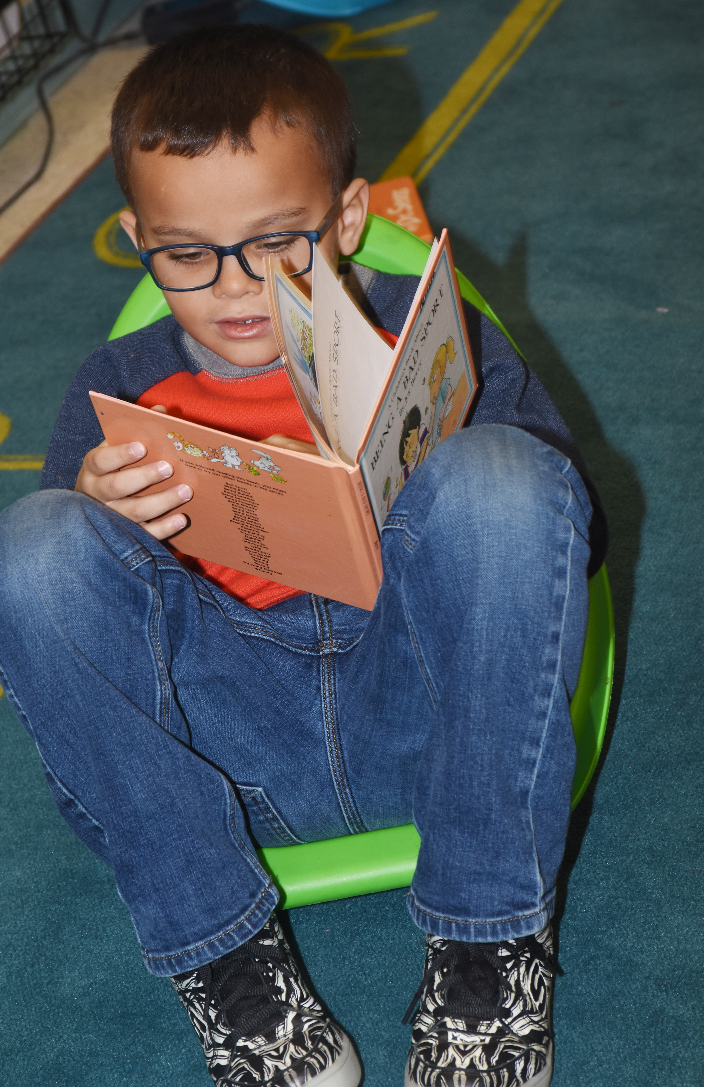 CES first-grader Davian Taylor reads.