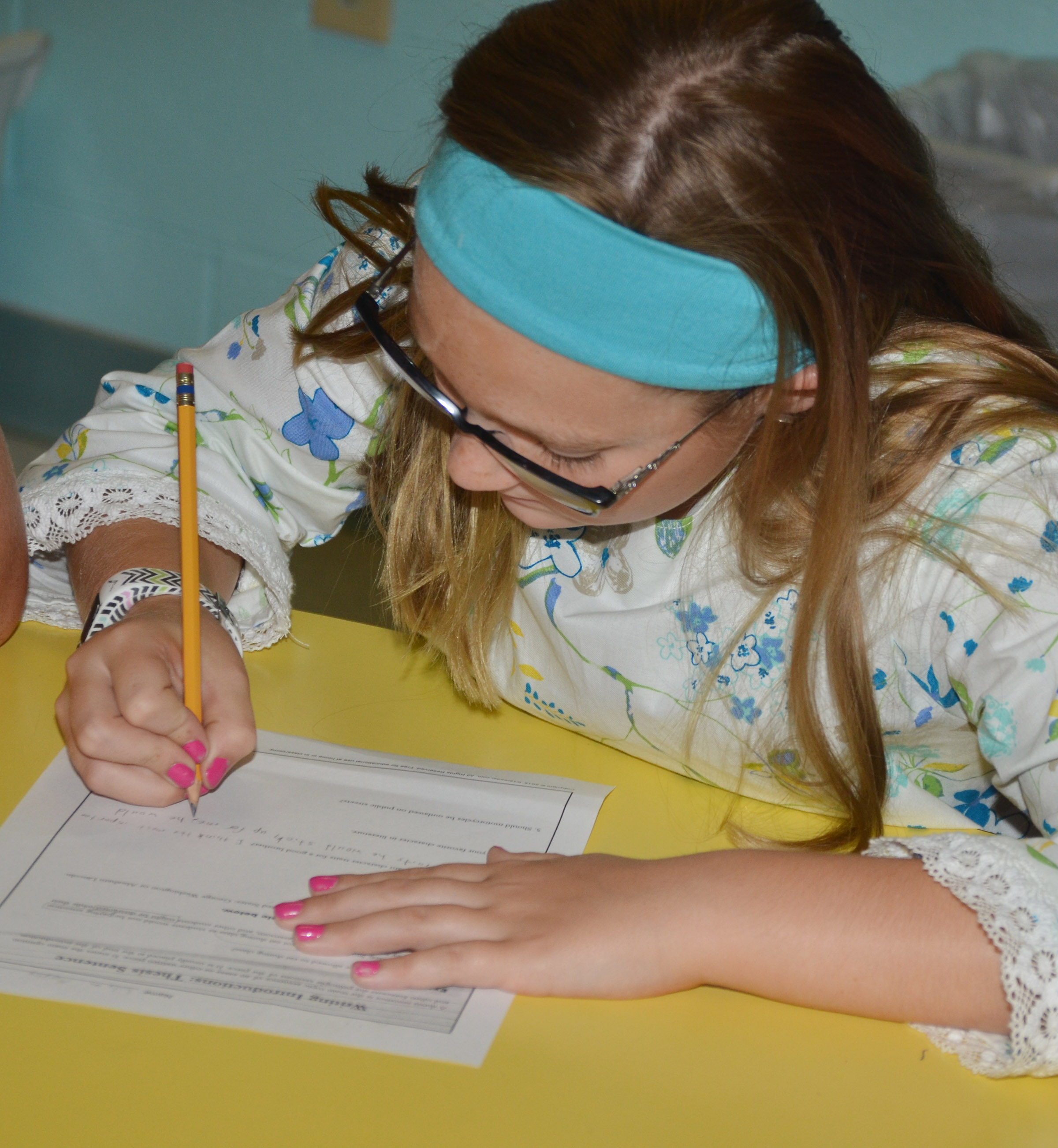 CES fifth-grader Lilyan Murphy writes a thesis statement.