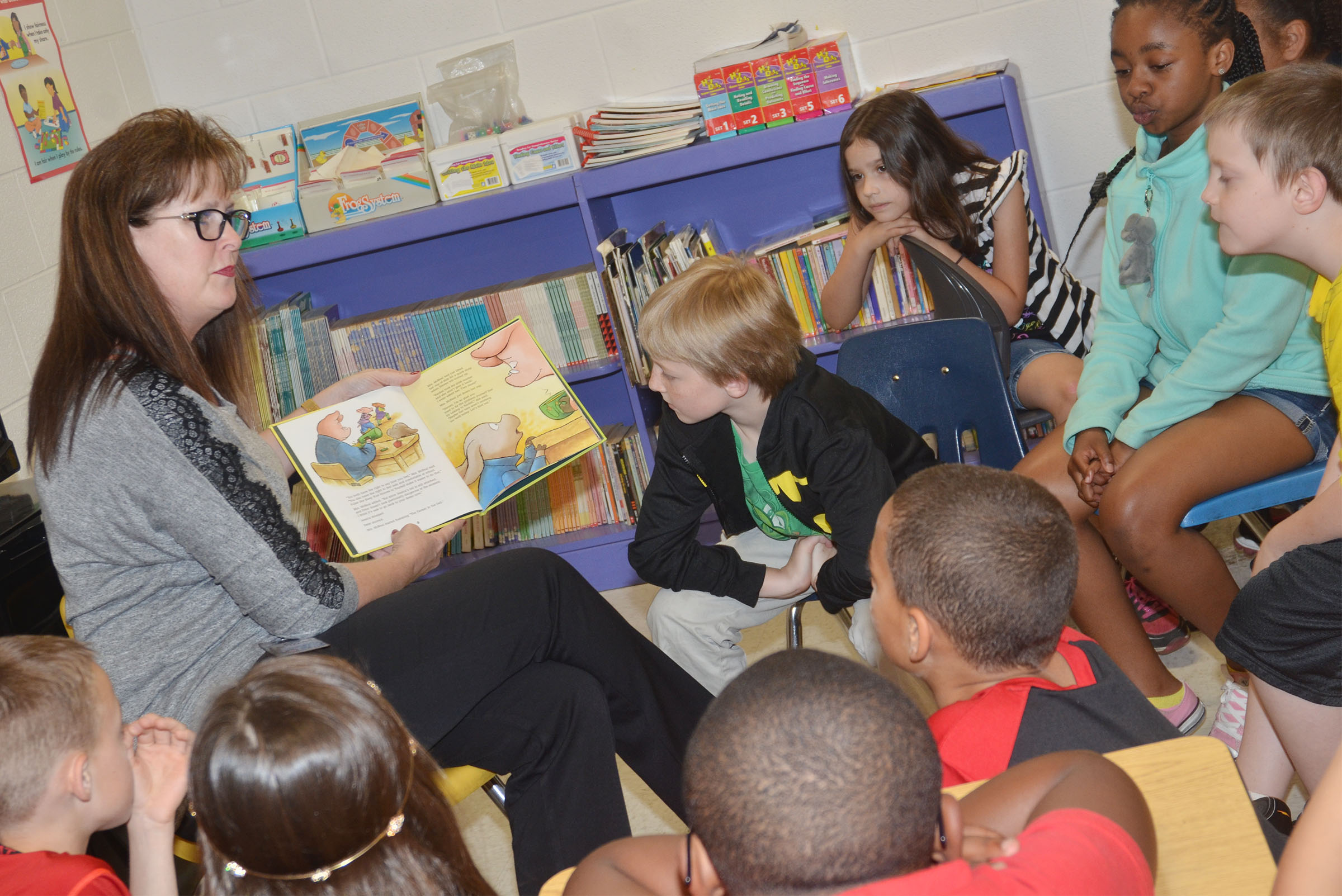 Lisa Rodgers reads to CES third-graders.