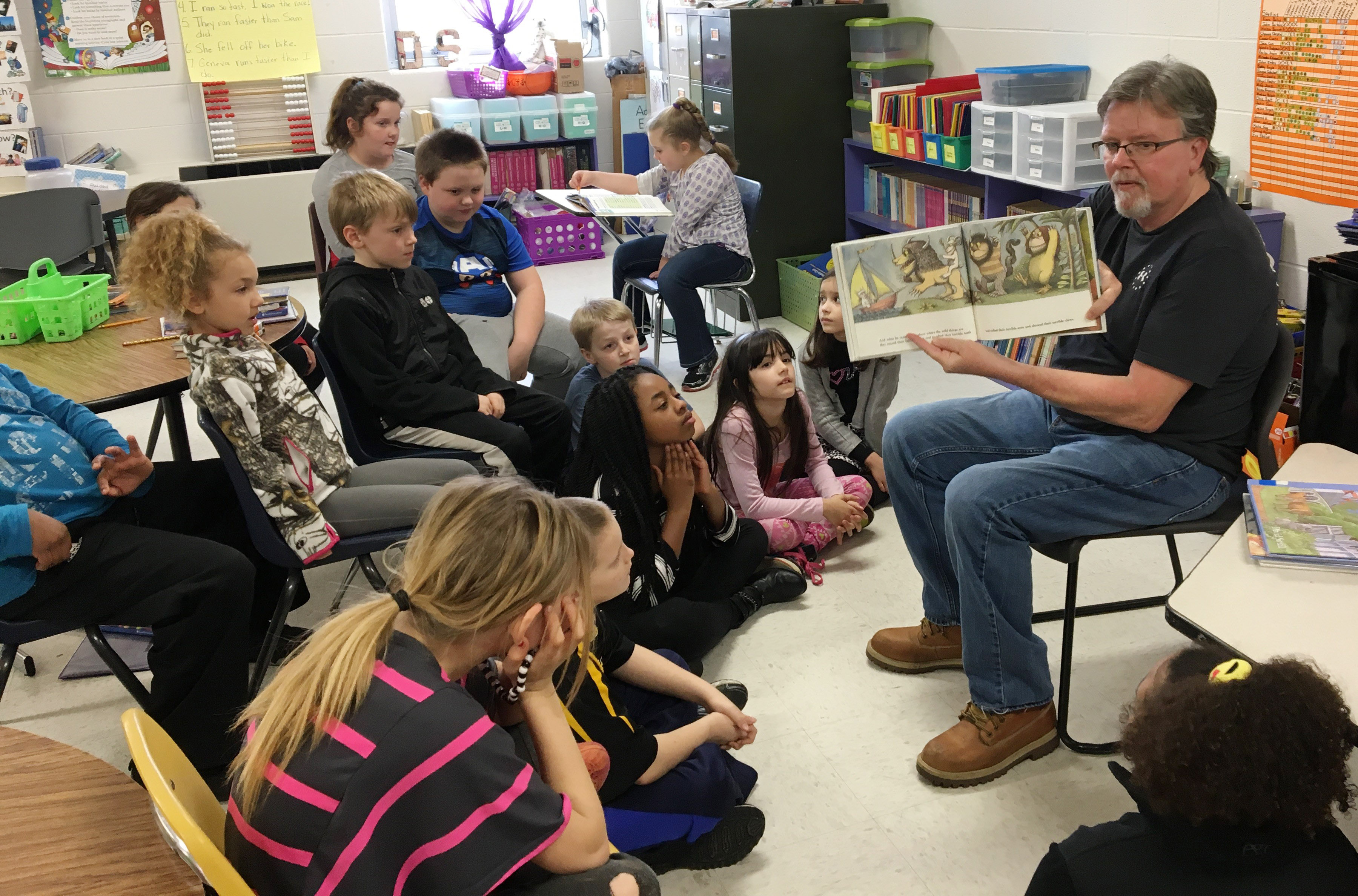 Gene Crabtree reads to CES third-graders.
