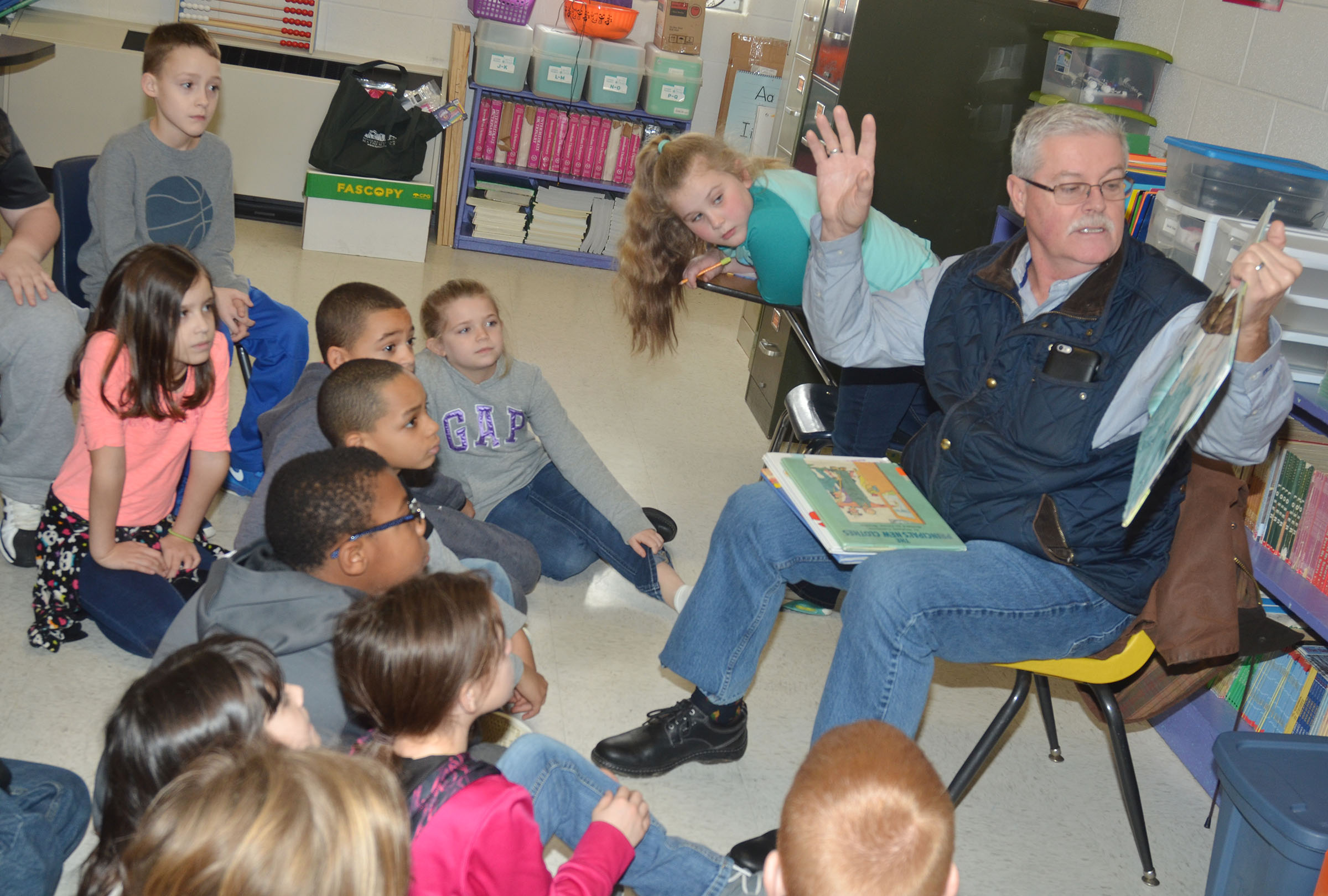 George Wise reads to CES third-grade students.