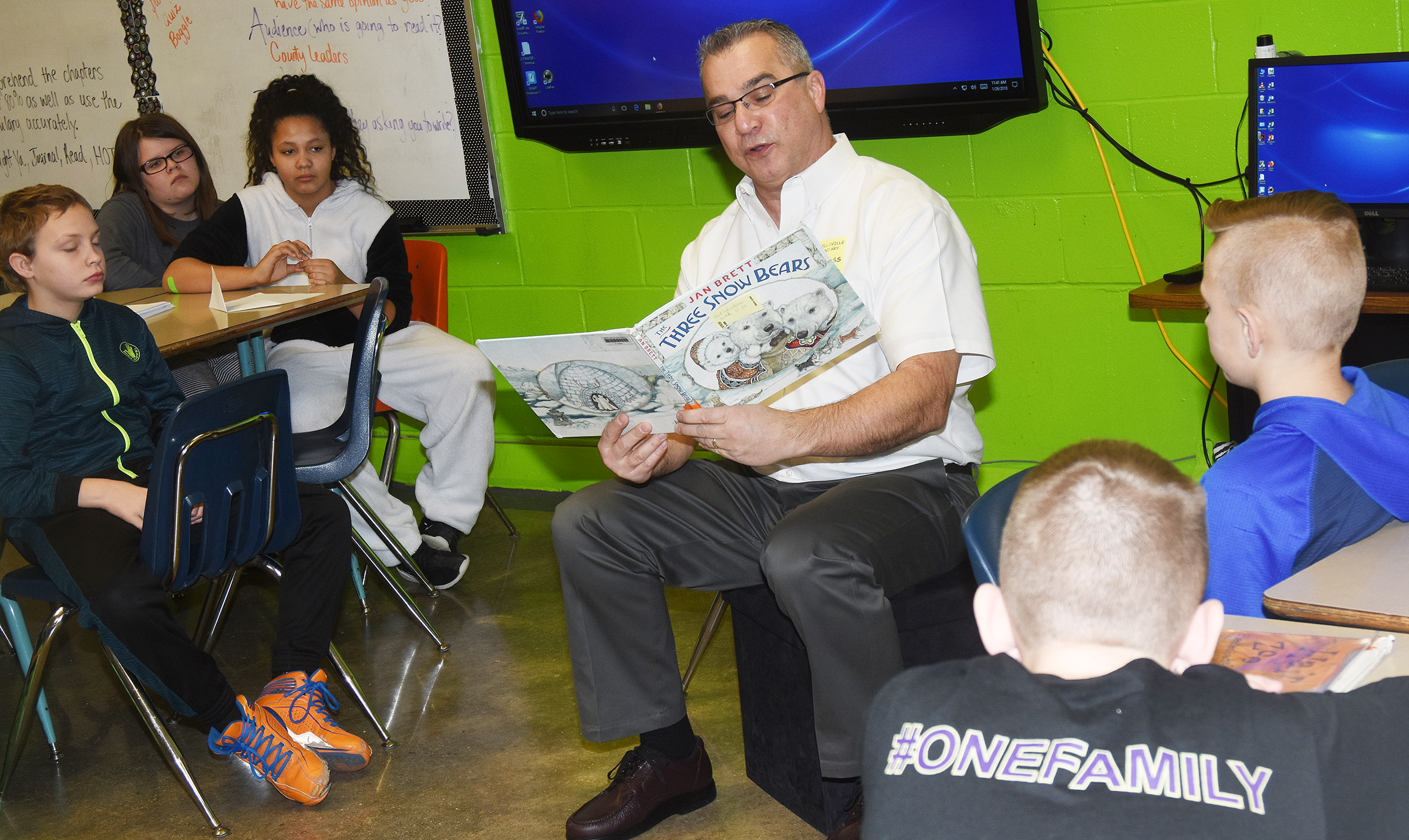 Neil Salvaterra reads to CES fifth-graders.
