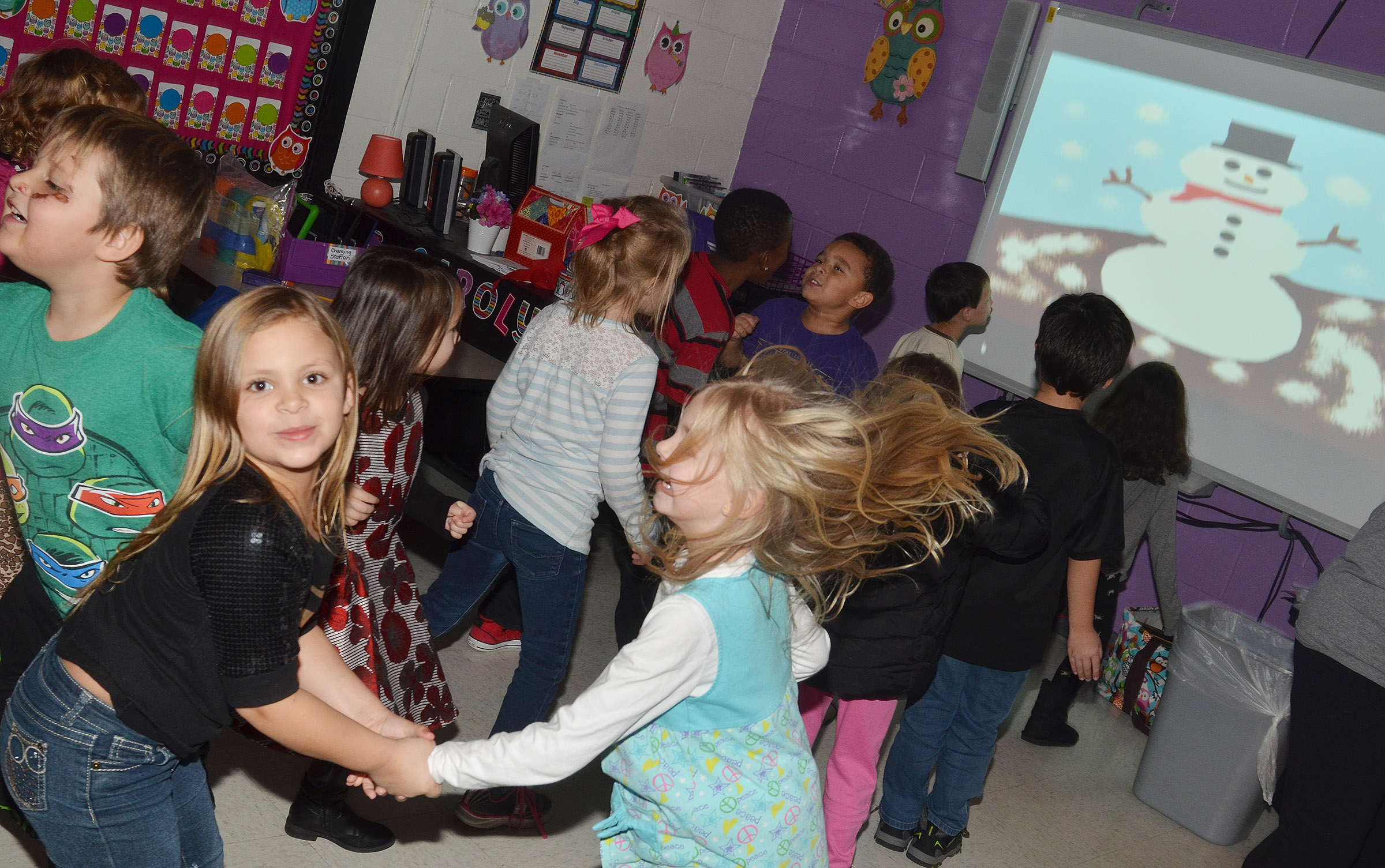 CES kindergarteners dance to Christmas music.