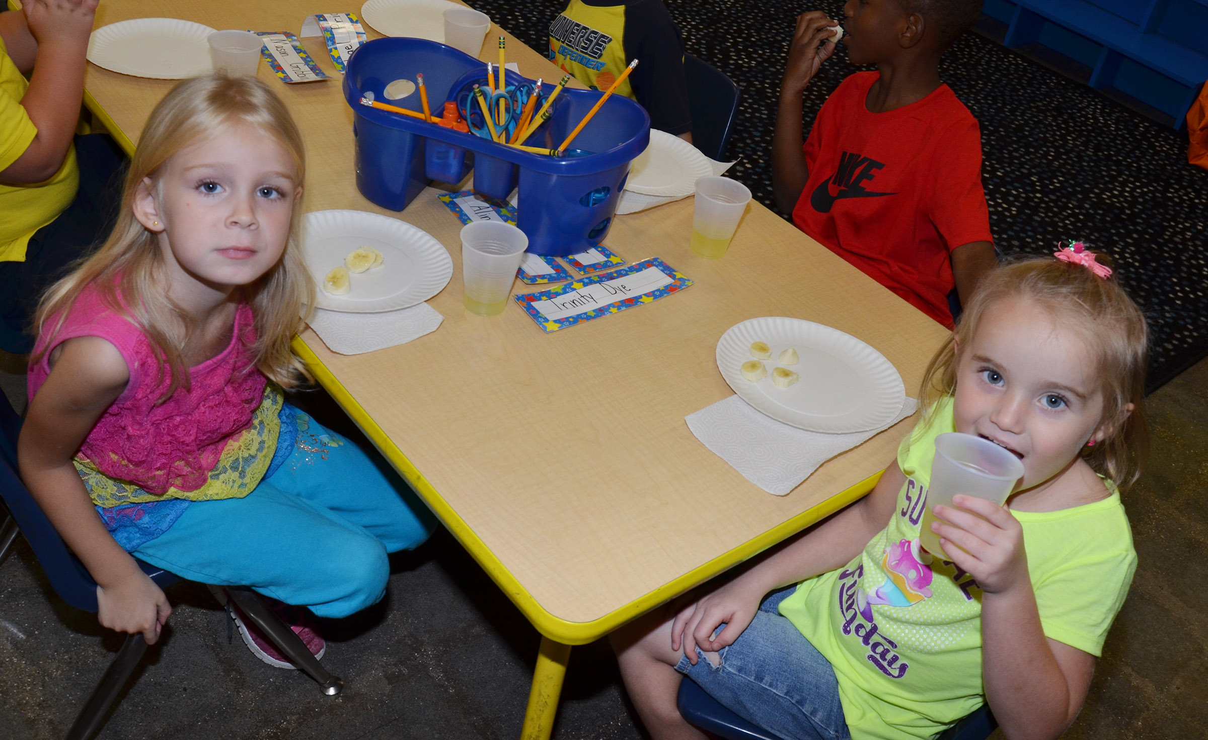 CES kindergartener Alinna Bray, at left, and Trinity Dye sample bananas and lemonade.