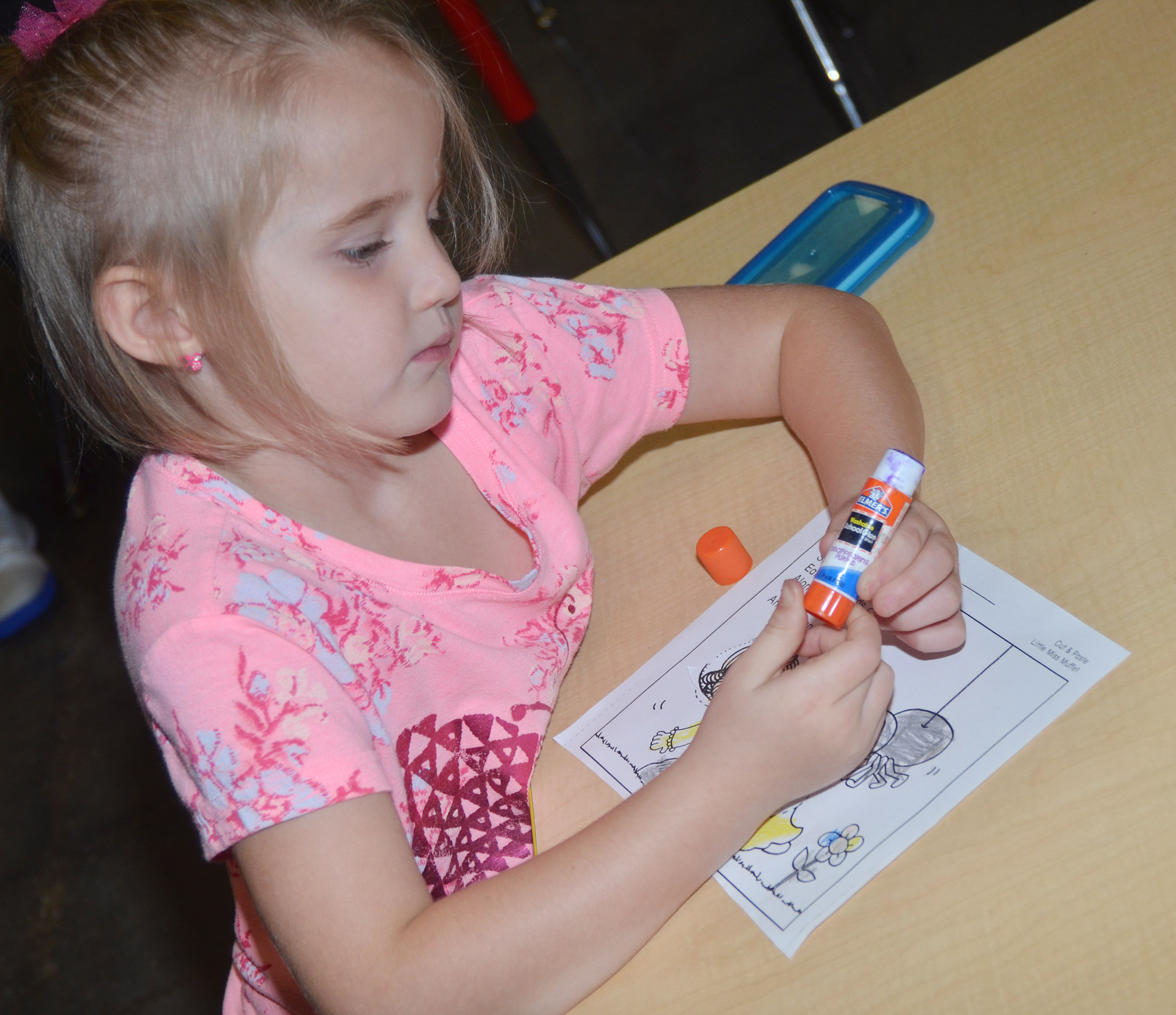 CES kindergartener Trinity Dye glues the pieces on her Little Miss Muffet picture.