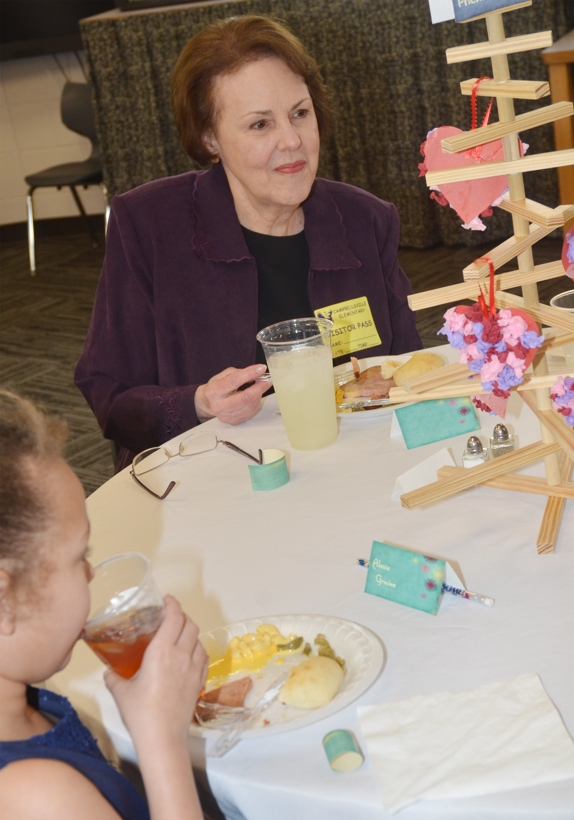 Retired teacher Wanda Brockman has lunch with third-grader Alexis Graves.