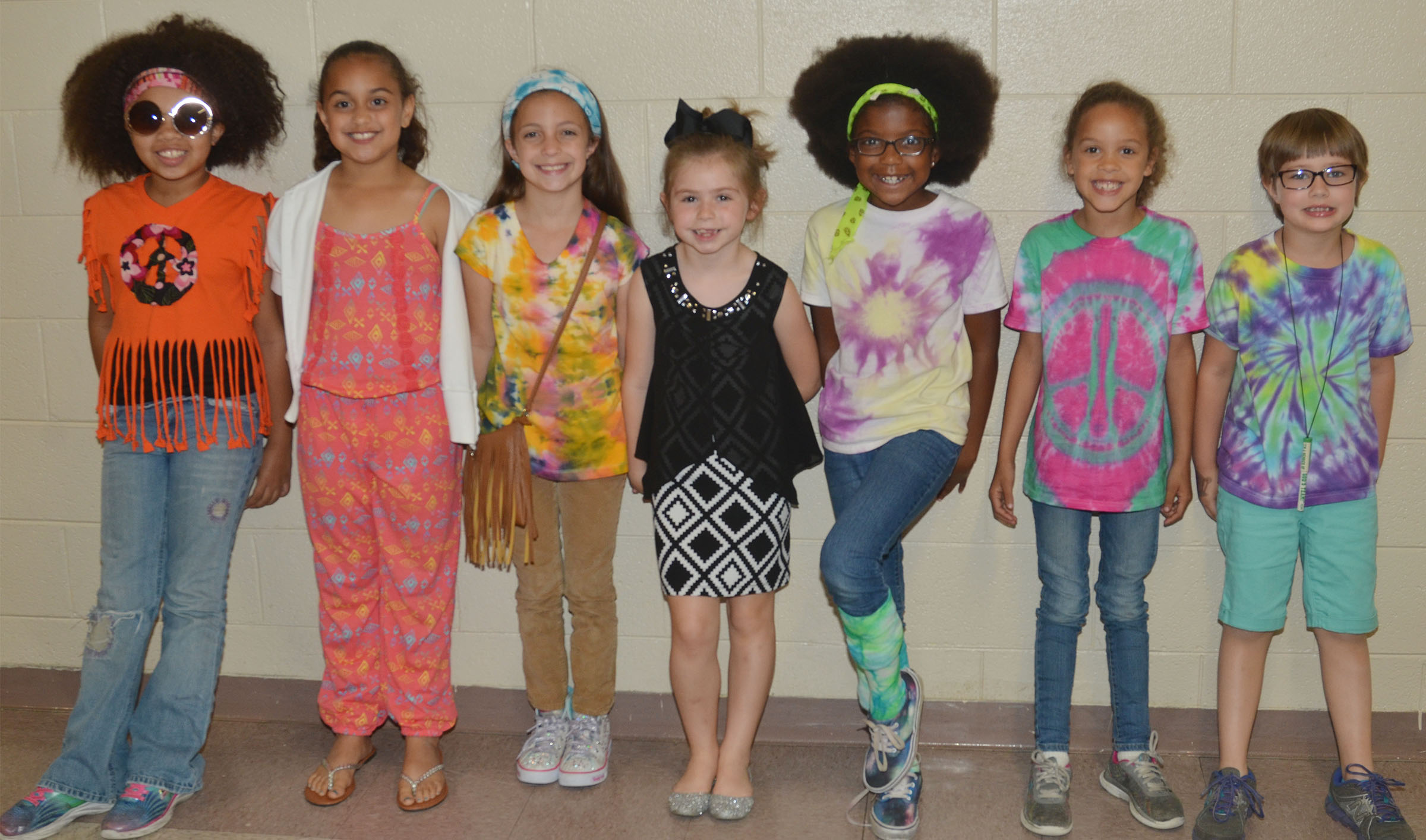CES students dress for 1960s/1070s Day.