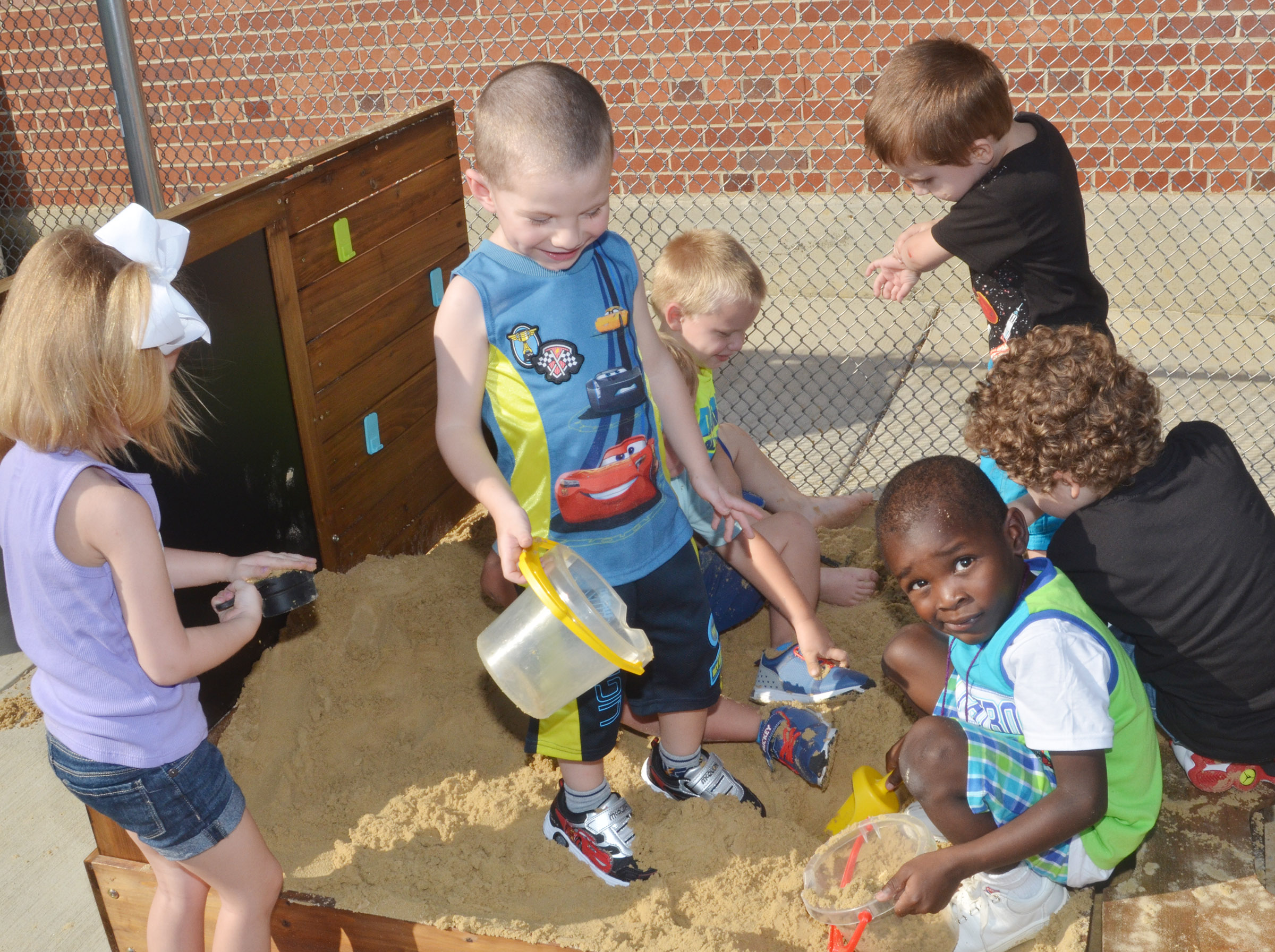 CES preschool students play in their sandbox.
