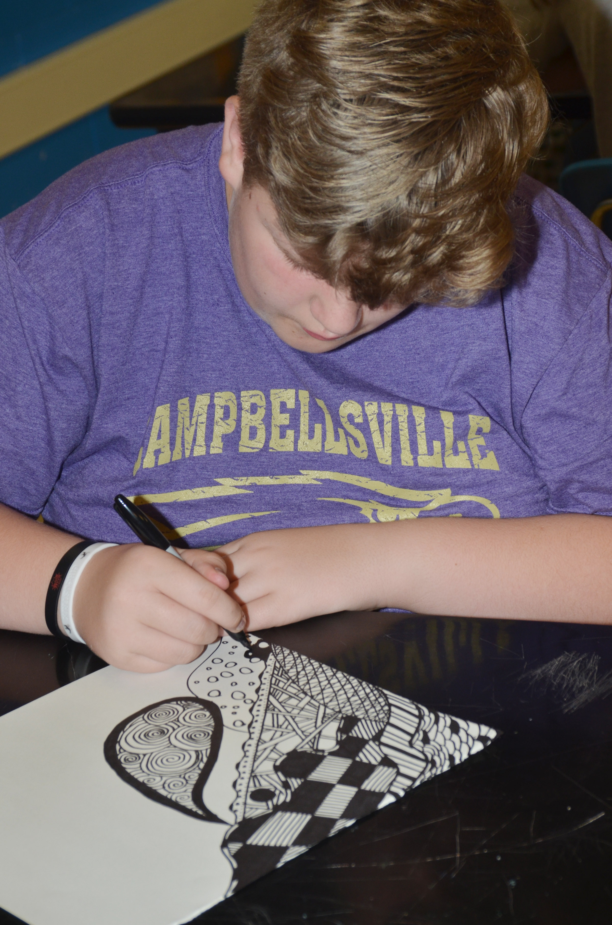 CHS freshman Noah Mardis outlines his zentangle.