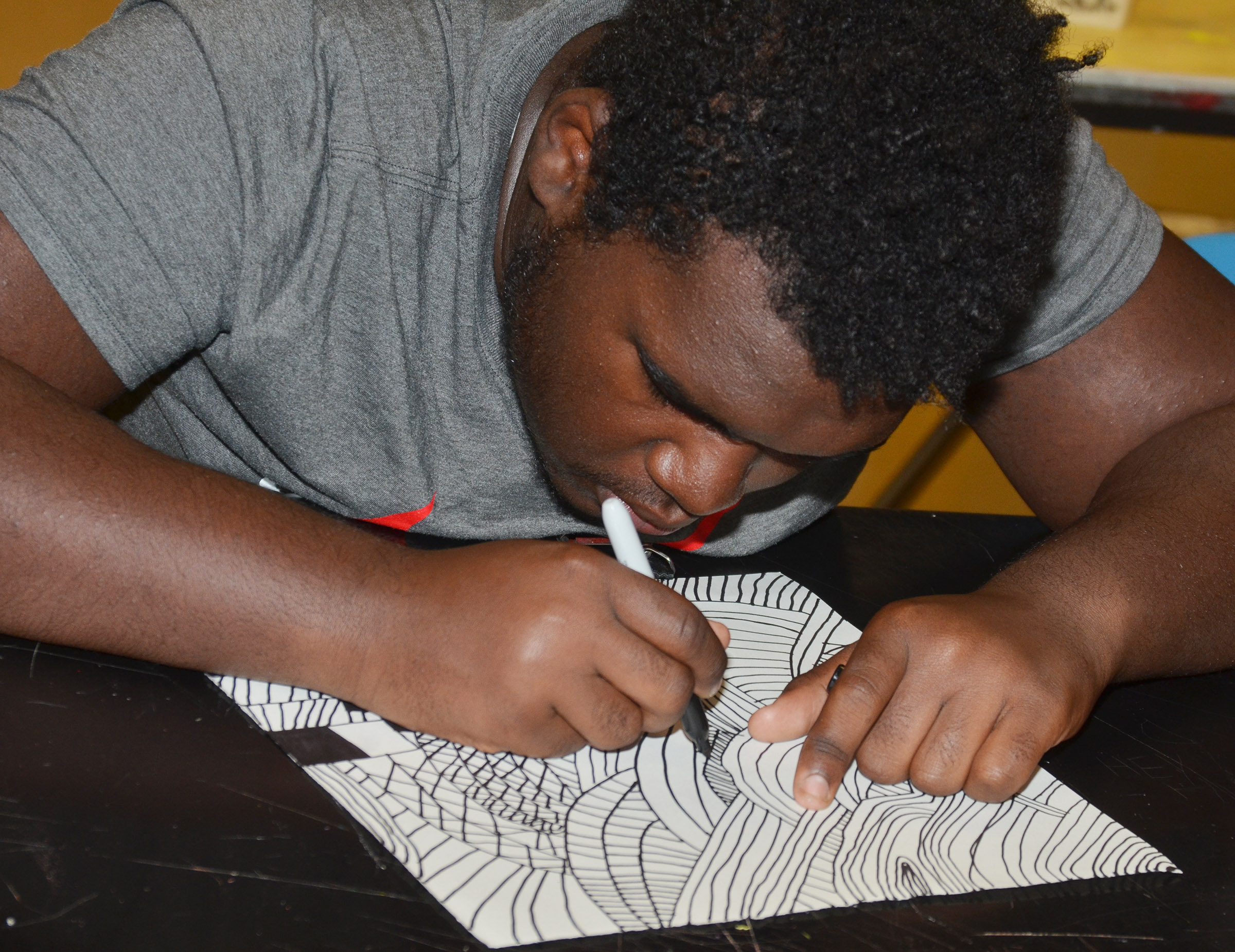 CHS sophomore Taekwon McCoy draws his zentangle design.