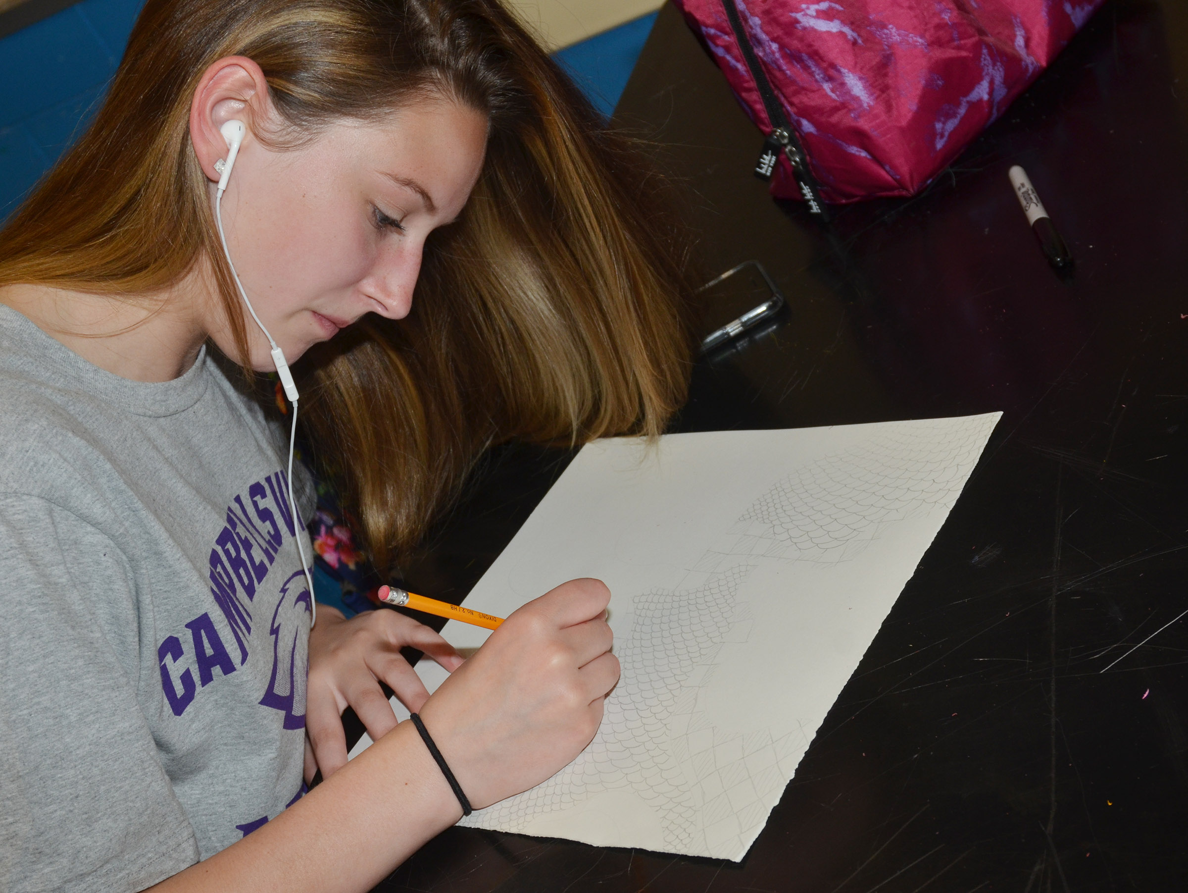 CHS freshman Zoie Sidebottom draws her zentangle design.