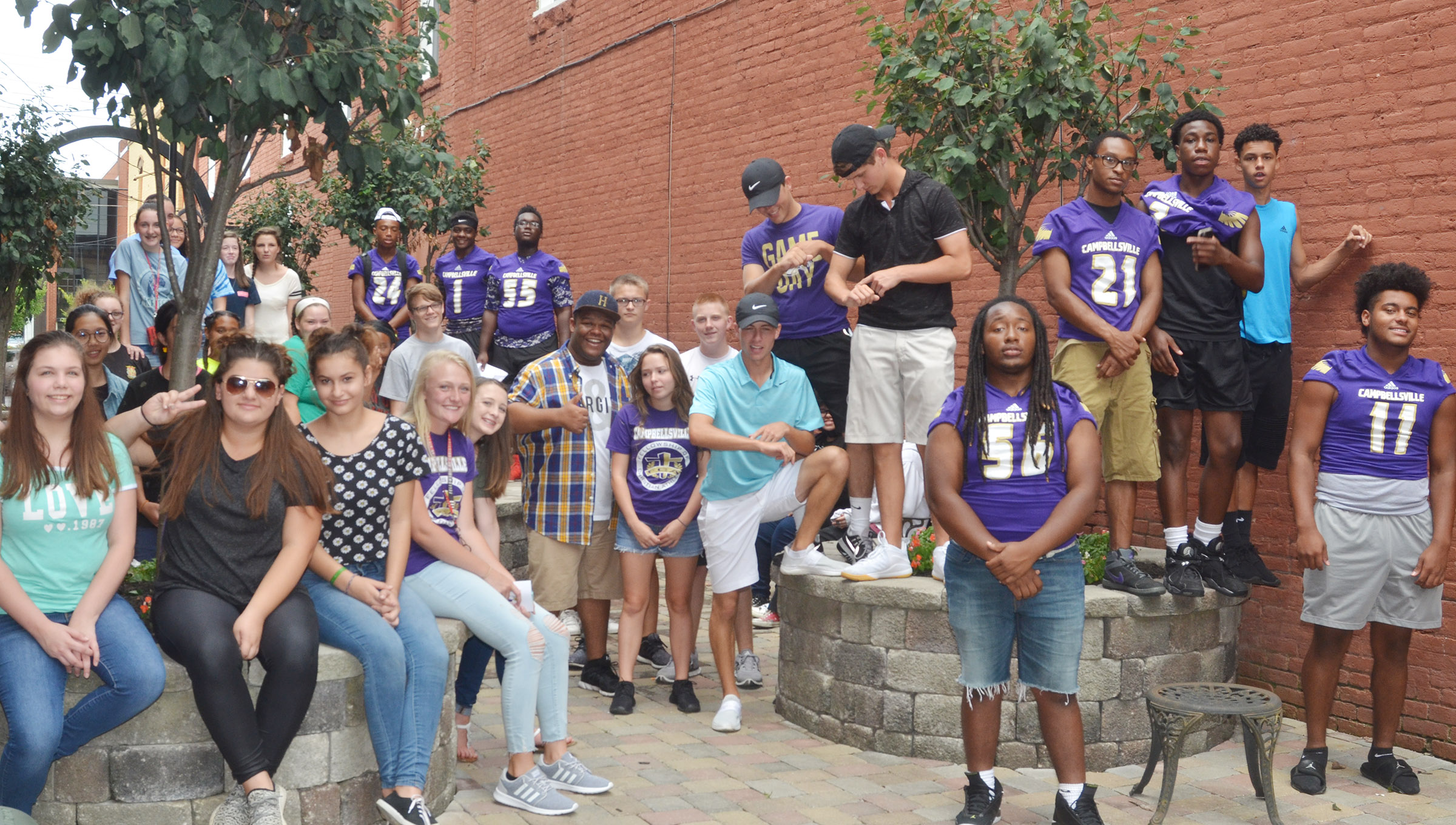 CHS sophomore, juniors and seniors gather for a photo downtown.