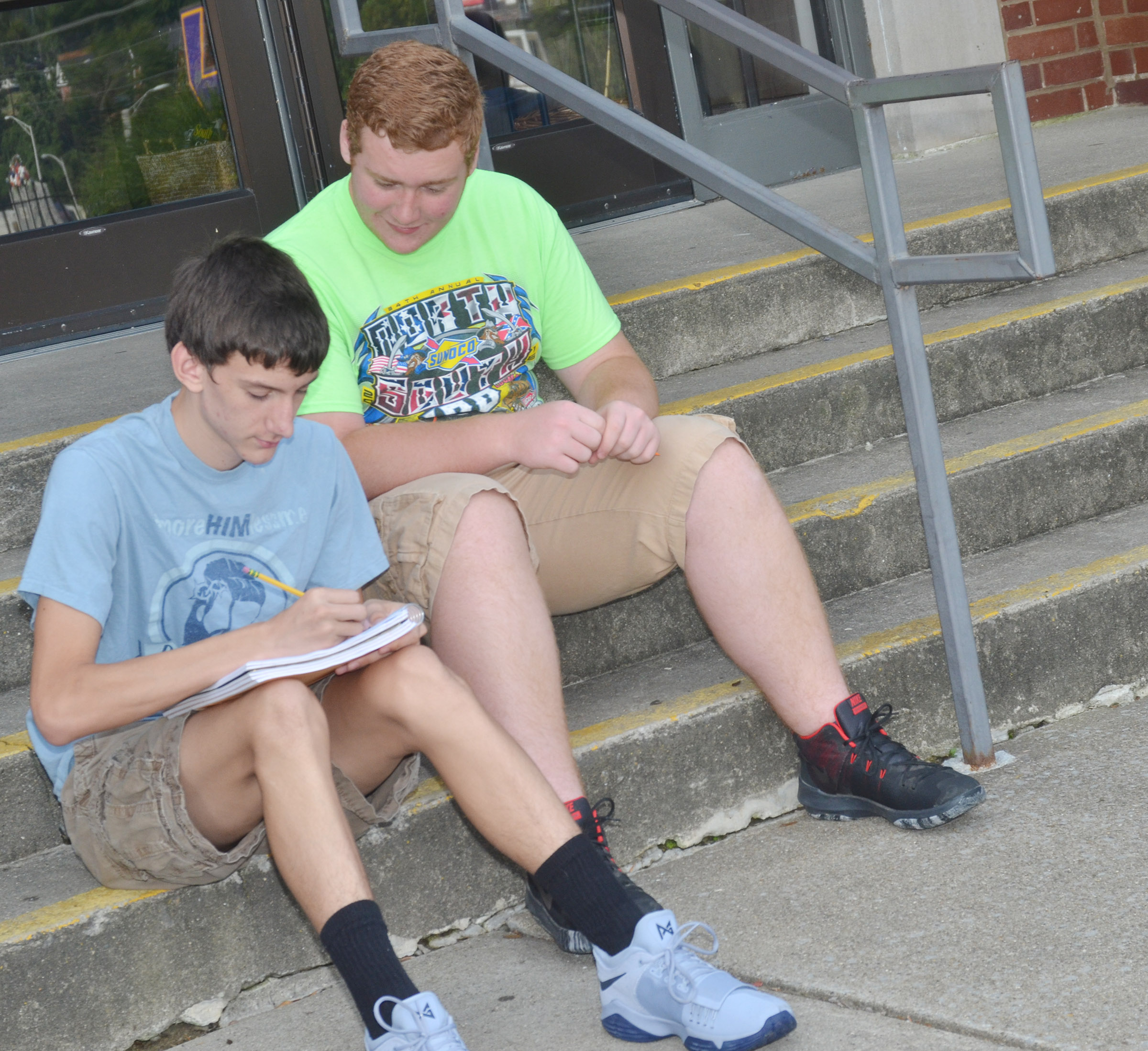 CHS juniors Evan McAninch, at left, and Spencer Swafford work together to describe their surroundings as they study the concept of contextualization.
