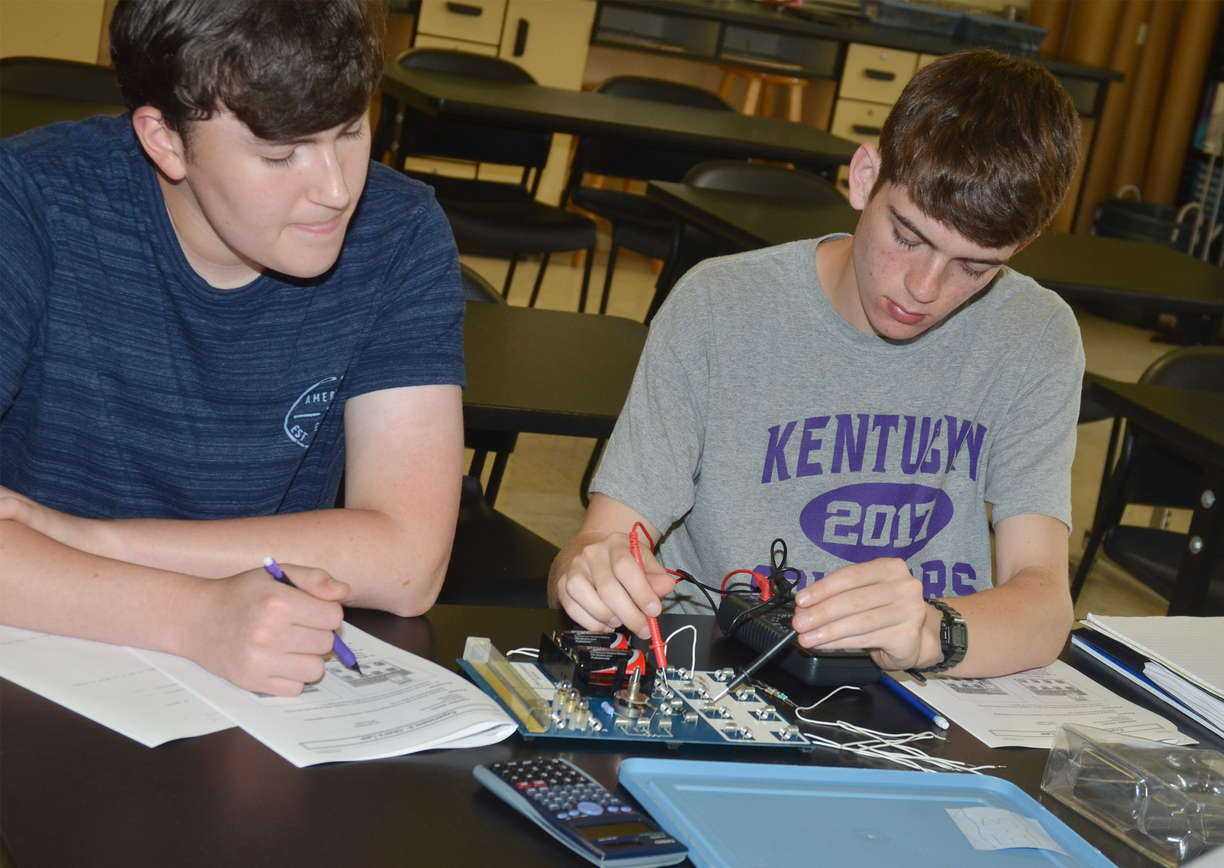 CHS seniors Zack Settle, at left, and Murphy Lamb work to complete their circuit.