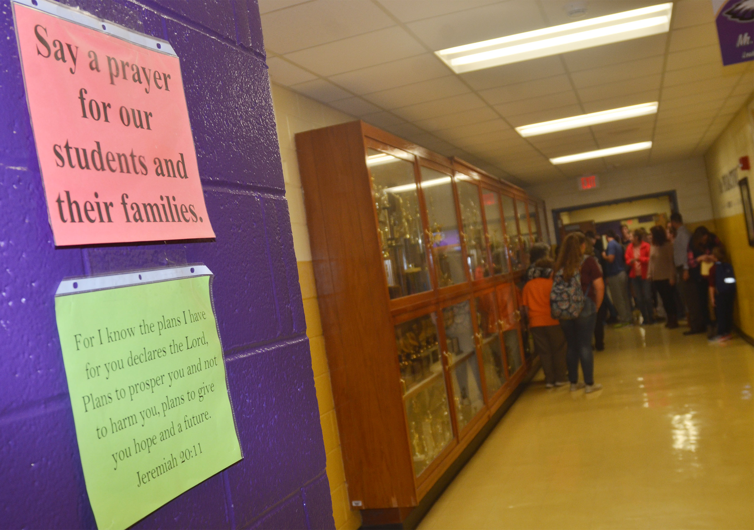 CHS FCA members hang inspirational messages for their classmates.