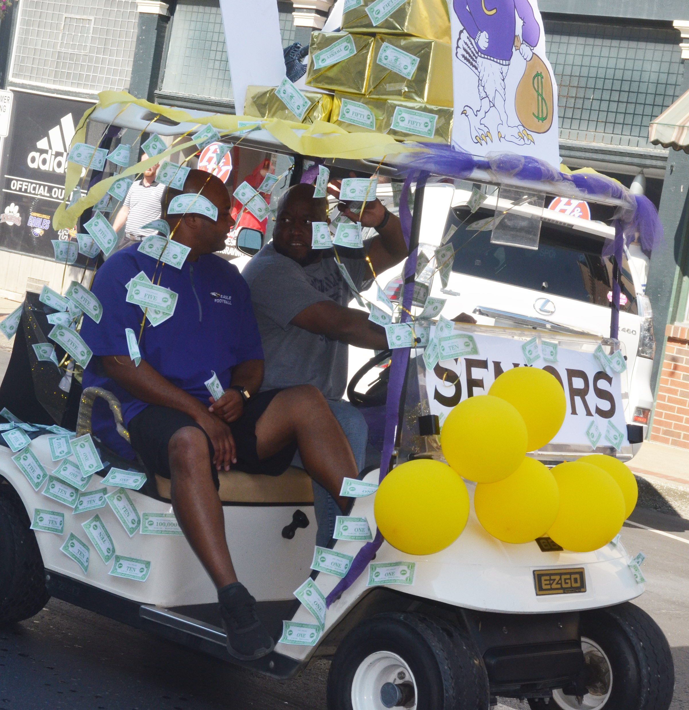 CHS seniors decorated this golf cart.