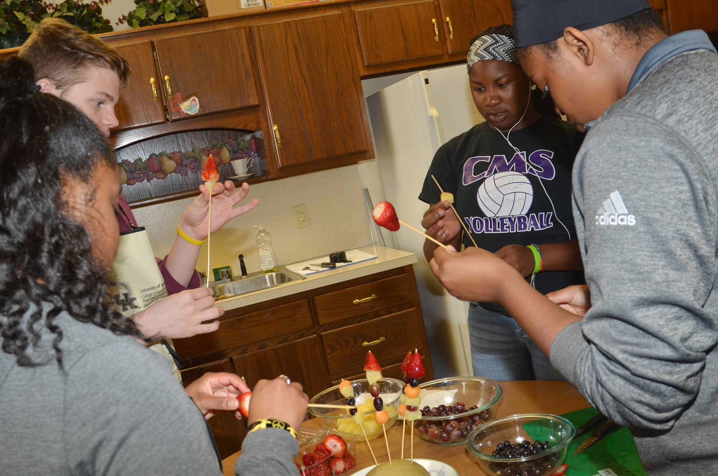 From left, CHS senior Kayla Atkinson, sophomore Joe Pipes and juniors Kiyah Barnett and Vonnea Smith make a fruit arrangement together.