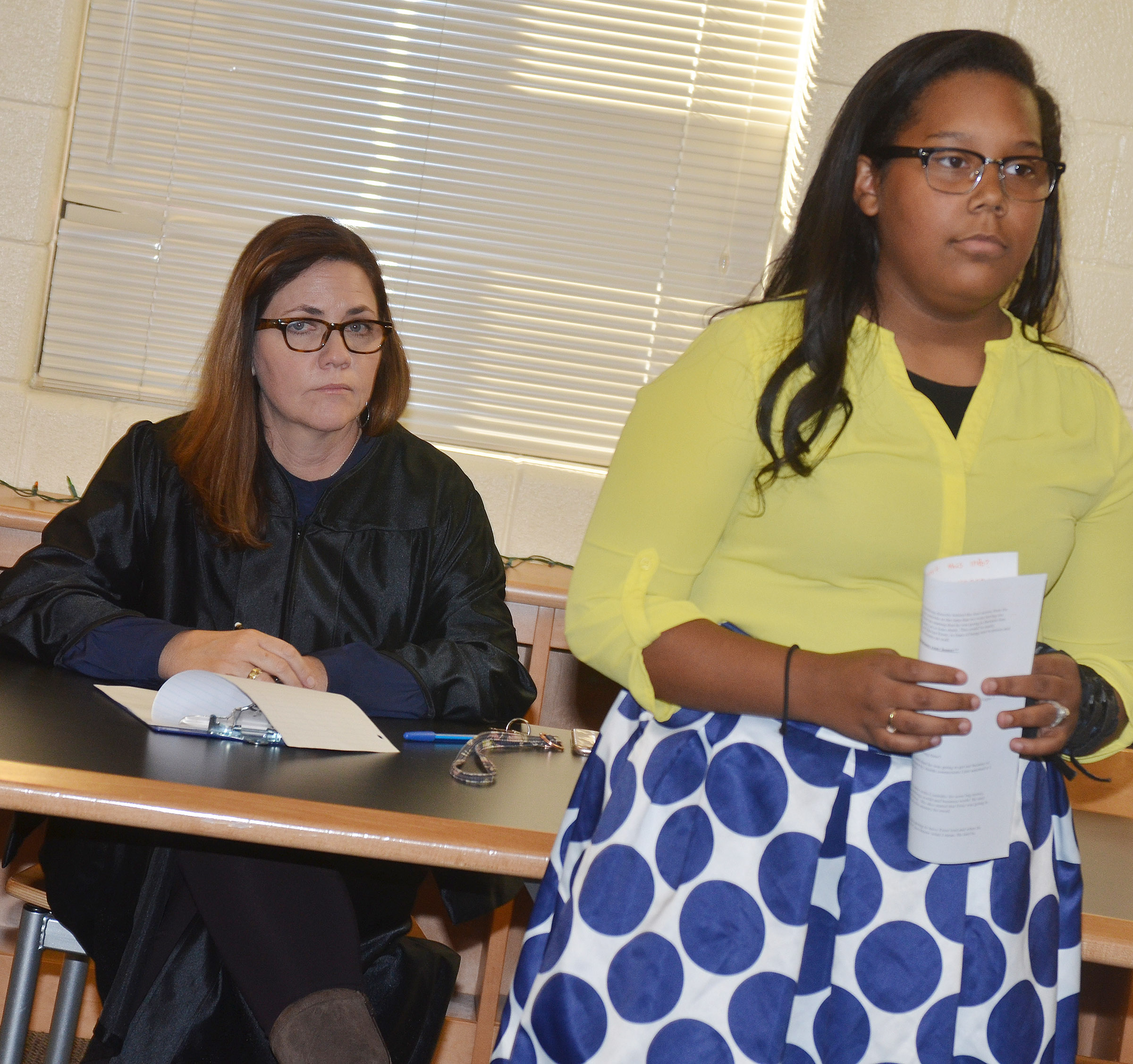 CHS teacher Susan Dabney portrays a judge as she listens to sophomore Zaria Cowan question a witness. Cowan portrayed a defense attorney.