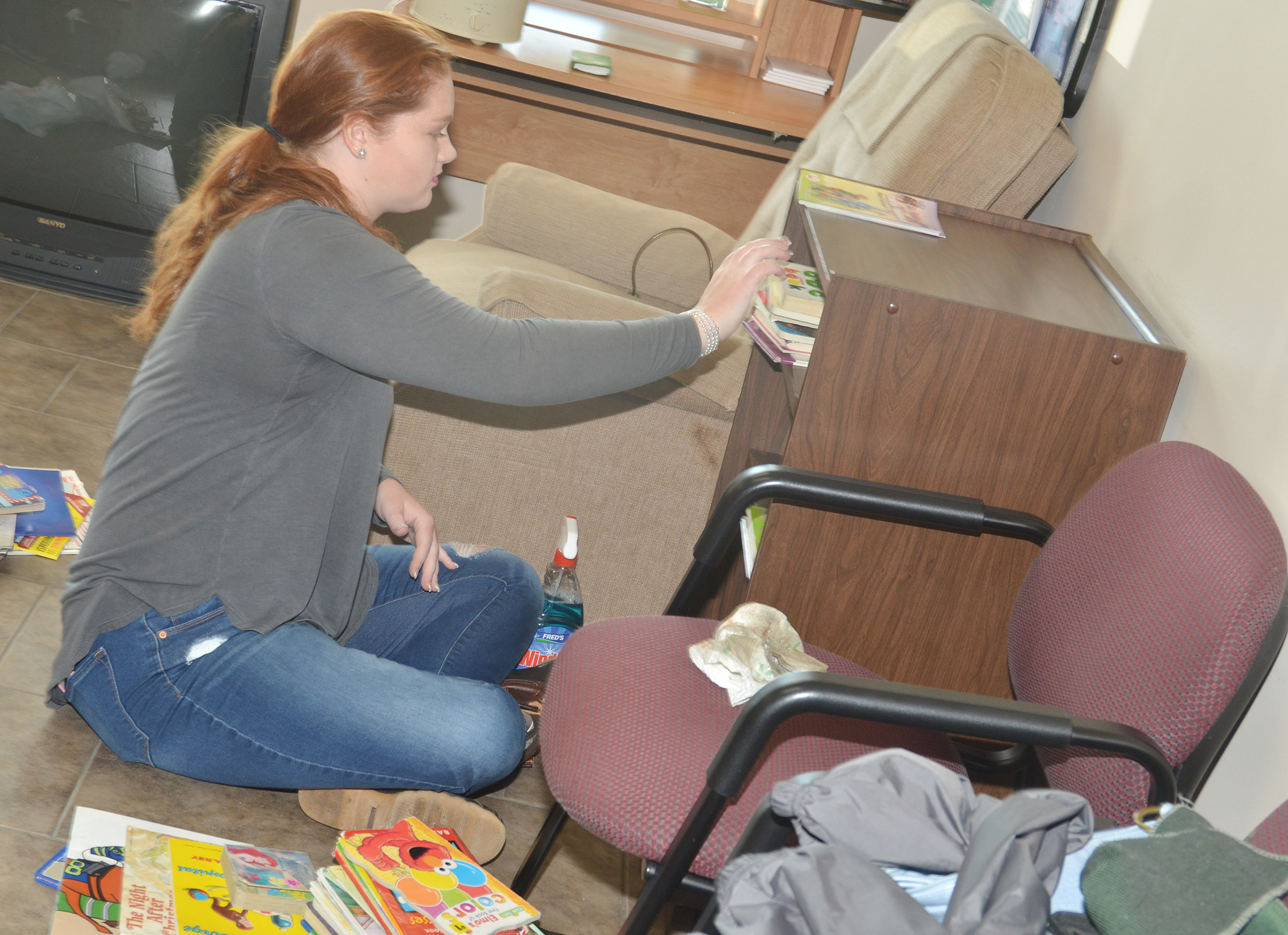 CHS senior Mallory Haley organizes books at Green River Ministries.