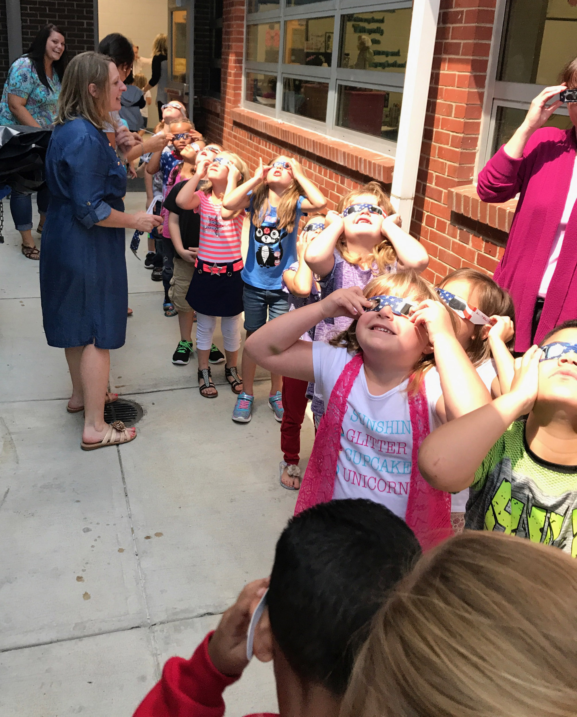 CES kindergarteners view the eclipse.