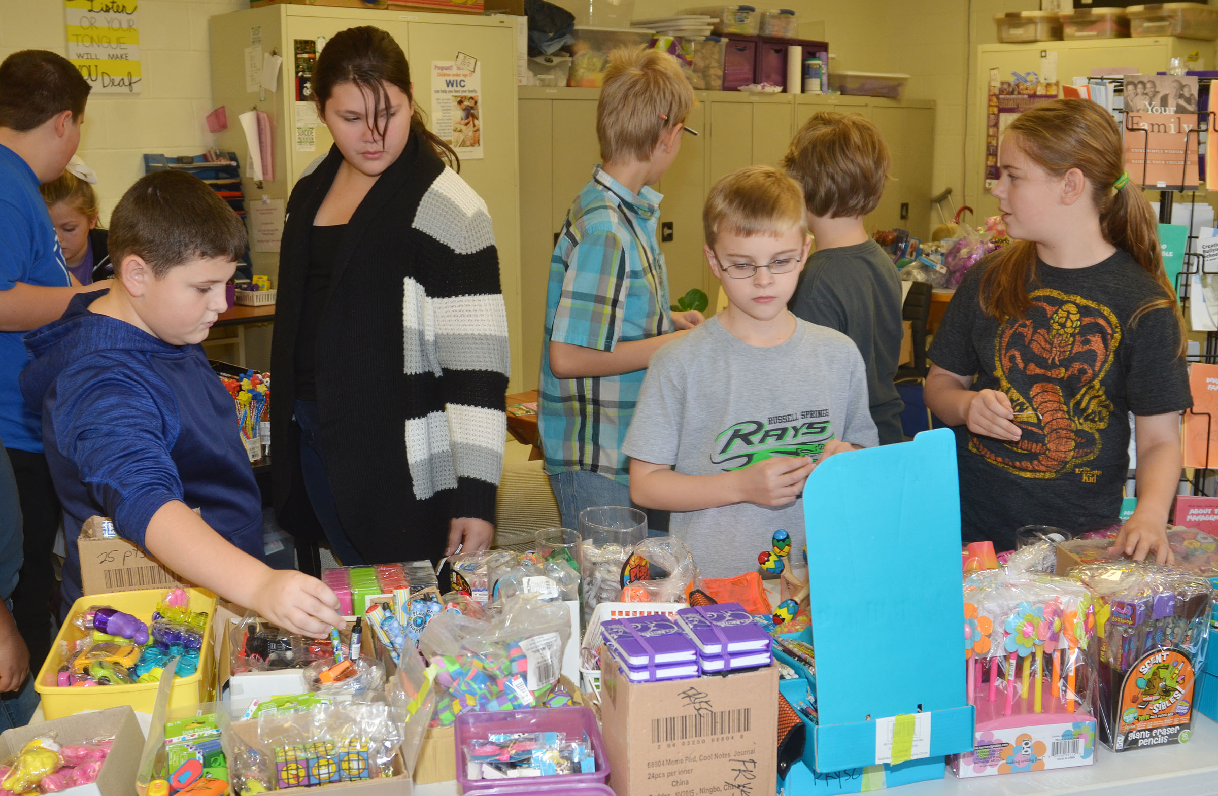 CMS students shop the AR store.