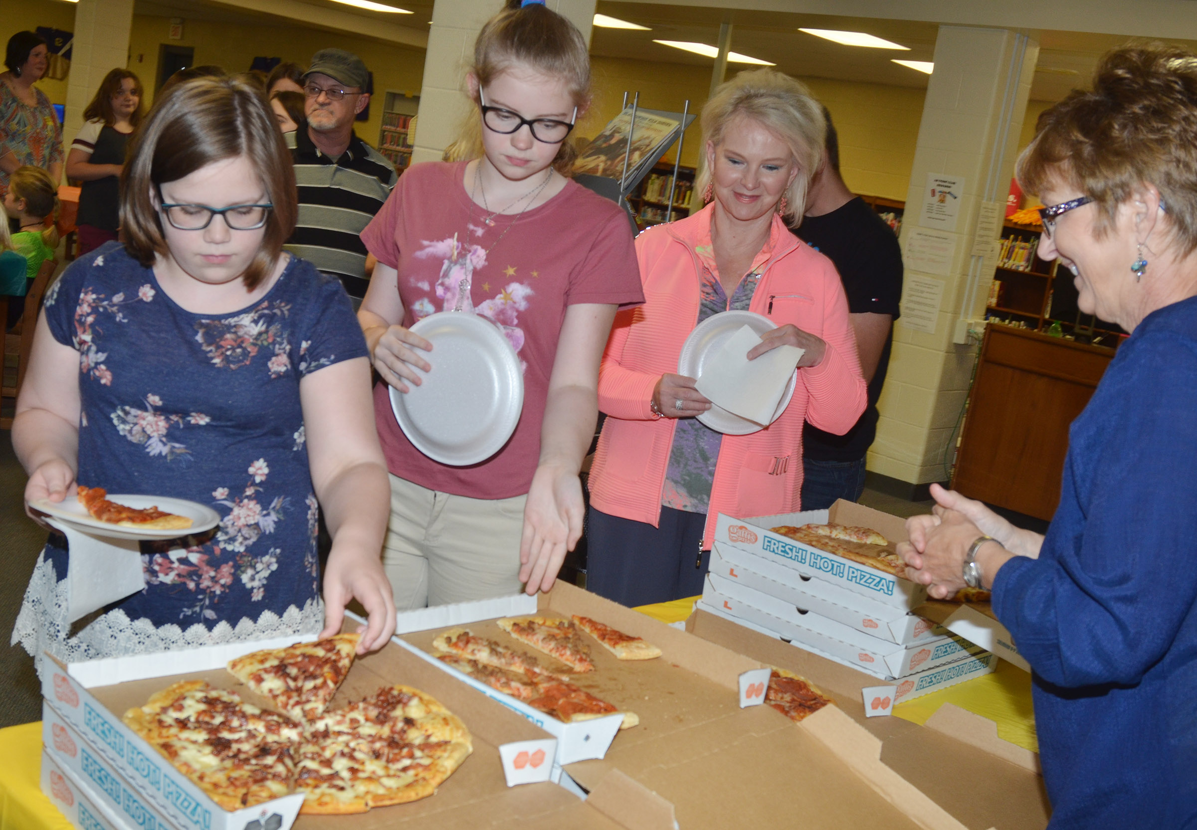CMS student leaders students enjoy a pizza lunch.